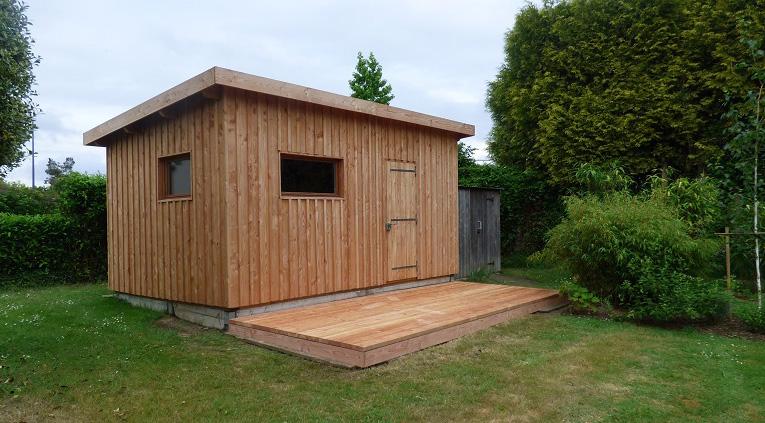 Réalisation d'un abri en ossature bois  + petite terrasse en douglas