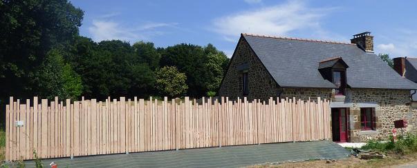 Réalisation d'une clôture en douglas naturel